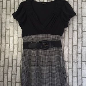 Dresses & Skirts - Two tone plaid dress with belt